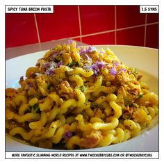 This spicy tuna and bacon pasta weighs in at only syns for a massive serving - perfect for taking in a lunchbox! Remember, at we post a new Slimming World recipe nearly every day. Our aim is good food, low in syns and served with enough laughs to make Slimming World Tuna Pasta, Slimming World Dinners, Slimming World Recipes, Tinned Tuna Recipes, Fish Recipes, Recipies, Pasta Recipes, Dinner Recipes, Sw Meals