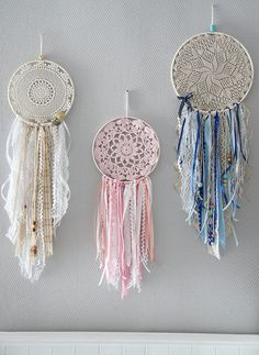 16 Ideas Embroidery Ideas Boho Dream Catchers For 2019 Doily Dream Catchers, Dream Catcher Craft, Dream Catcher Boho, Embroidery Hoop Crafts, Embroidery Leaf, Machine Embroidery Projects, Diy And Crafts, Arts And Crafts, Crochet Dreamcatcher