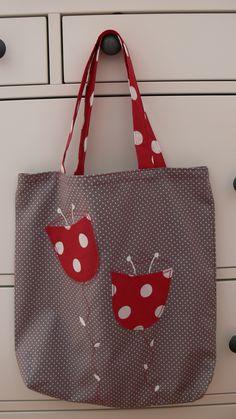Na nákup zvesela Odhoďte igelitky, chraňte přírodu! Veselá nákupní taška je ušitá z bavlny, vel. cca 35 X 38- 40 cm, v tričku se dá nosit na rameni ruční malba, strojová výšivka Hama