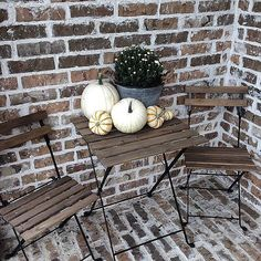 The finds: the table accessories on this pretty porch.
