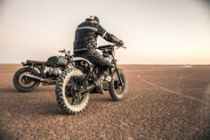 Kalahari Desert Speedweek 2014. Photographer: Gavin Coetzee. (via Kalahari Desert Speedweek 2014) More bikes herehttp://rhubarbes.tumblr.com/search/bikes