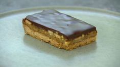 Karamelsnitter med peanuts Peanuts, Cheesecake, Deserts, Food And Drink, Pie, Sweets, Snacks, Baking, Cakes