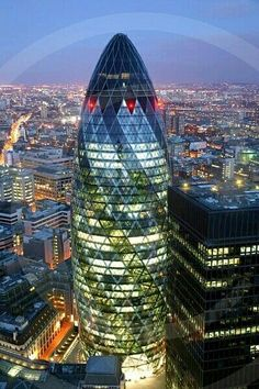 The Gherkin, London - Boasting the best views over the city of London, The Gherkin is the capital's most iconic modern building. The London landmark also offers a very high standard of hospitality with some the biggest companies choosing it as the venue f Amazing Buildings, Amazing Architecture, London Eye, London City, Gherkin London, Places Around The World, Around The Worlds, London Landmarks, Belle Villa
