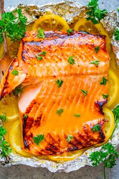 Grilled Honey Lemon Butter Salmon - Averie Cooks Grilled Honey Lemon Butter Salmon - EASY, ready in 10 minutes, and a FOOLPROOF way to make grilled salmon! Wonderfully tender, so juicy, ju Grilling Recipes, Fish Recipes, Seafood Recipes, Dinner Recipes, Cooking Recipes, Healthy Recipes, Tilapia Recipes, Cooking Games, Lemon Recipes