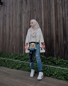 Outfit Top Shirt Hijab Ala Selebgram 2018 pashmina plain ciput top blouse b Casual Hijab Outfit, Ootd Hijab, Hijab Chic, Casual Fall Outfits, Casual Jeans, Modern Hijab Fashion, Hijab Fashion Inspiration, Muslim Fashion, Trendy Fashion