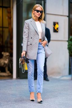 The Rosie HW Capsule: 5 Pieces That Define Her Classic Style Rosie Huntington-Whiteley blazer Street Style Trends, Denim Street Style, Rosie Huntington Whiteley, Rosie Whiteley, Fashion Mode, Look Fashion, Fashion Trends, Fashion Photo, Style Désinvolte Chic