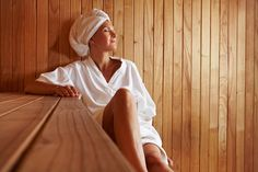 Health Benefits of Sauna Bathing (and the Risks Too) . maybe I will be using the sauna! Help Losing Weight, Lose Weight, Weight Loss, Sauna Health Benefits, Infrared Sauna Benefits, Sauna Infrarouge, Traditional Saunas, Drainage, Harvard Health