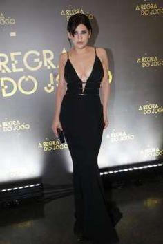 A atriz Bárbara Paz apostou num longo preto com um decote profundo da grife Alphorria - AGNews