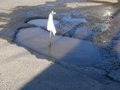 ¡Urgente!!!! Queremos un puente sobre el cráter de Avenidad Balbín cruzando el semáforo del cruce con Roberto Uncal