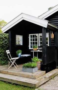 Tiny House Living In A Small Space Plans Interior Cottage - Home, Room, Furniture and Garden Design Ideas Shed Design, Garden Design, Patio Roof Covers, Tiny House Living, Cottage Homes, Black House, Hygge, Porches, Outdoor Living