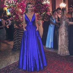"472 Likes, 52 Comments - Cheers (@blogcheersformaturas) on Instagram: ""Something blue 💙 @pamellaferraric com vestido by @atelierbelart 👗 #blogcheers #formatura #vestido…"""