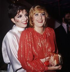Singer Lorna Luft, daughter of Judy Garland and sister to Liza Minelli, was diagnosed with stage breast cancer in December last year. Vintage Movie Stars, Vintage Movies, Judy Garland Daughter, Lorna Luft, Sister Act, Liza Minnelli, She Walks In Beauty, Barry Manilow, All In The Family