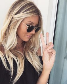 Beach blonde perfection. Pinterest//TatiRocks⭐️
