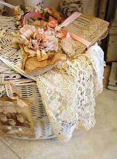 Shabby Chic With Love - Shabby Chic House. Shabby Chic Bedroom Furniture, Shabby Chic Interiors, Shabby Chic Cottage, Cottage Style, Romantic Cottage, Romantic Homes, Bedroom Decor, Vintage Shabby Chic, Vintage Decor