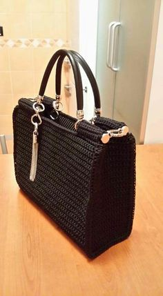 This Pin was discovered by tha Diy Crochet And Knitting, Crochet Tote, Crochet Handbags, Crochet Purses, Crochet Purse Patterns, Diy Purse, Fabric Bags, Knitted Bags, Crochet Accessories