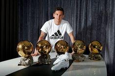 Messi Bola de Ouro chuteira Adidas Jogadores Famosos b0bd819e273cb