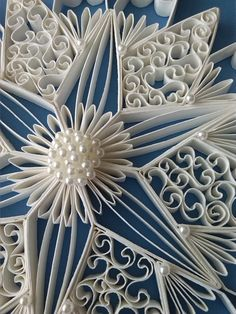 detail of quilled medallion Origami And Quilling, Quilling Paper Craft, Quilling Flowers, Paper Flowers, Quilling Patterns, Quilling Designs, Fun Crafts, Arts And Crafts, Paper Crafts