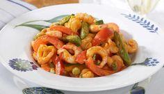 Reker med pasta, gode grønnsaker og rød pesto er noe av det enkleste du kan lage. Denne oppskriften passer godt til hele familien i en travel hverdag.