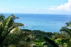 Roatan Ocean View Home MLS 15-83 Nestled in a hilltop on Crawfish Rock Roatan, is Casa Bella Vista. Boasting spectacular Ocean view with a backdrop of pristine mountains. Relax and enjoy Caribbean sunsets from the windows of this two story 2 bedroom 2 bath octagonal home.