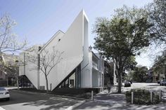 Image 1 of 21 from gallery of Crown 515 & Smart Design Studio. Courtesy of Smart Design Studio Architecture Awards, Commercial Architecture, Architecture Student, Residential Architecture, Architecture Details, Australian Architecture, Dynamic Design, Design Studio, Smart Design