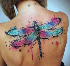 tatuaże damskie ważka na plecach