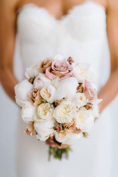 Wedding Bouquets Inspiration : Neutral toned bouquet: www. Mod Wedding, Floral Wedding, Wedding Colors, Wedding Flowers, Dream Wedding, Wedding Day, Bouquet Wedding, Wedding Simple, Wedding Dress