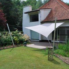 Voile d'ombrage rectangulaire de 3 x 4 mètre. Collection Umbrosa. Placée par COTE TERRASSE.