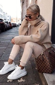 30 trendy winter outfits to wear outside in the cold .- 30 trendige Winteroutfits, die man bei Kälte draußen tragen kann 30 trendy winter outfits to wear outside in cold weather - Stylish Winter Outfits, Winter Outfits Women, Winter Fashion Outfits, Trendy Fashion, Summer Outfits, Casual Outfits, Womens Fashion, Fashion Trends, Style Fashion