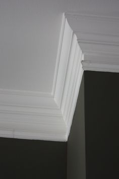 The Yellow Cape Cod: 31 Days of Character Building: Super Thick Crown Molding Trick