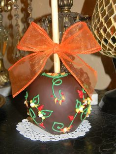 Treat your guest and yourself with these decadent gourmet apples. Covered with an inner layer of caramel and dipped in chocolate. These appl. Christmas Goodies, Christmas Candy, Christmas Desserts, Caramel Dip, Caramel Apples, Pear Deserts, Christmas Chocolate, Chocolate Chocolate, Chocolate Covered Apples