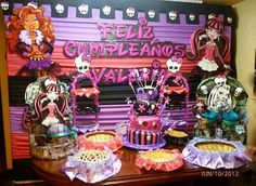 monster high centerpiece decorations | ... columns of balloons or banners of some of the members of Monster High