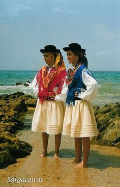 "Loja do Folclore - ""Sargaceira"" costume with corded skirt"