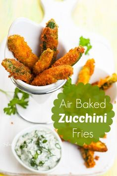 Baked Zucchini Fries Recipe Air Baking is so much better than frying food in oil. This air baked zucchini fries recipe is so good that no one will ever know how you did it! Zucchini Pommes, Bake Zucchini, Zucchini Fries, Zucchini Sticks, Veggie Fries, Vegetarian Recipes, Cooking Recipes, Healthy Recipes, Oven Recipes