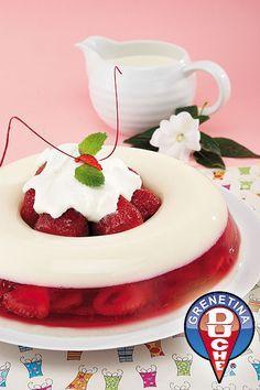Strawberry Wreath Gelatin Cake
