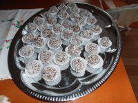 Kokosový kmen I PRO ZAČÁTEČNÍKY   Mimibazar.cz Decorative Plates, Muffin, Breakfast, Food, Morning Coffee, Essen, Muffins, Meals, Cupcakes