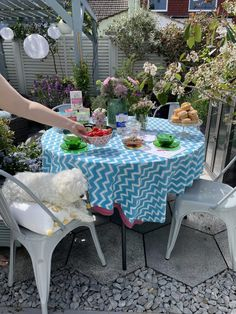 How to style the perfect summer tea party to enjoy with family & friends by interior stylist Maxine Brady Interior Design Advice, Interior Stylist, Turmeric Vitamins, Ahmad Tea, Outdoor Garden Rooms, Perfect Cup Of Tea, Best Tea, Love Home, Summer Garden