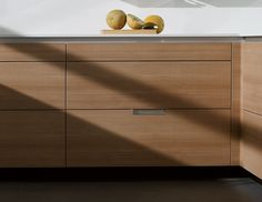 SANTOS kitchen   Minos, reduced plinth: more capacity. The height of the plinth is reduced to 9 cm to leave more space for the units and gain extra capacity.