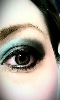 Pretty green eyeshadow look!