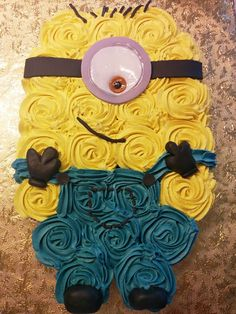 Minion Cake - Best Birthday Pull Apart Cupcake Cakes. Simple creative cake inspiration for a birthday party celebration.