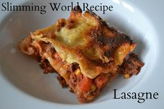 An easy vegetarian lentil lasagne recipe with just five ingredients- no pre cooking required. A simple midweek dinner that the whole family will love. Easily adapted to make a vegan lasagne. Slimming World Lasagne, Slimming World Dinners, Slimming World Diet, Slimming Recipes, Vegetarian Recipes, Cooking Recipes, Healthy Recipes, Eat Healthy, Vegetarian Lasagne
