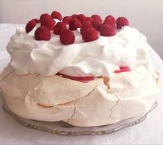 A tökéletes Pavlova torta Meringue Pavlova, Hungarian Recipes, Dessert Recipes, Desserts, Cakes And More, Panna Cotta, Icing, Food And Drink, Pie