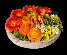 AMSTERDAM Original centro de flor sobre recipiente de cerámica. El color varía según disponibilidad. www.mardeflores.com #envíodefloresMadrid