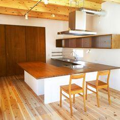 銀黒のガルバリウムがかっこいい片流れの家 321HOUSE(ミツイハウス)の写真集 広島 注文住宅 工務店 Kitchen, Table, Furniture, Home Decor, Cooking, Decoration Home, Room Decor, Kitchens, Tables