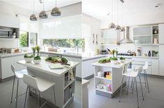 Cocinas de punta en blanco  El blanco es un tono base que va con todo y permite jugar con accesorios y objetos para darle toques de color al espacio.         Foto:Archivo LIVING