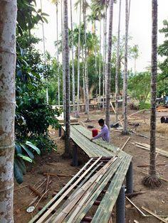 Baanrai i arun Bamboo Design, Deck Design, Landscape Design, Garden Design, House Design, Hut House, Bamboo Architecture, Bamboo Art, Bamboo House