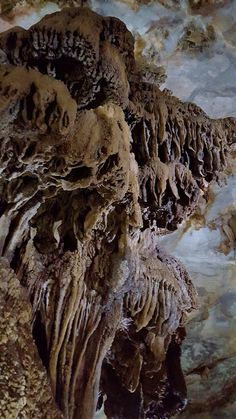 #ParadiseCave#Stalactites #UNESCOWorldNaturalHeritage -  Paradise Cave was formed around 350 million years ago.  British Caving Association reported that, the entire system was around 31km long, might be the longest dry cave in Asia.