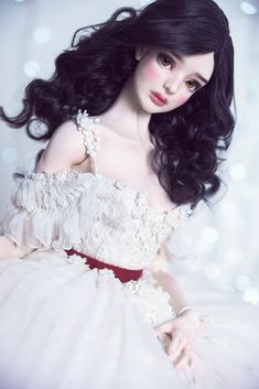 This doll reminds me of Snow White Beautiful Barbie Dolls, Pretty Dolls, Cute Dolls, Snow White Doll, Enchanted Doll, Gothic Dolls, Realistic Dolls, Fairy Dolls, Ooak Dolls