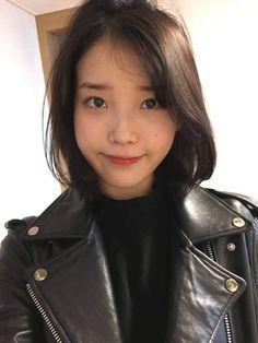 IU Korean Girl, Asian Girl, Peinados Pin Up, Cute Poses, Korean Beauty, Korean Singer, Kpop Girls, My Idol, Cute Girls