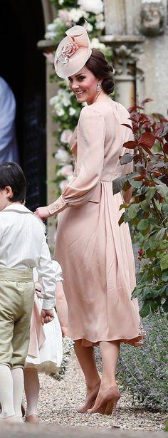 Style Kate Middleton, Middleton Family, Pippa Middleton, Long Sleeve Blush Dress, Pippas Wedding, 2017 Wedding, Principe William Y Kate, Princesse Kate Middleton, Outfits