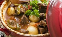 Delicious comfort food - a Hungarian goulash recipe made simple with simple step-by-step instructions. It really is a goulash recipe made easy. Crock Pot Recipes, Venison Recipes, Slow Cooker Recipes, Cooking Recipes, Crock Pots, Beef Goulash, Pork Stew, Slow Cooking, Cooking Time